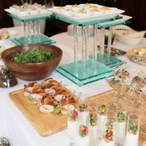 立食パーティーのマナーと服装