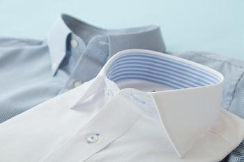 Yシャツは地肌に着るかインナーにTシャツを着る