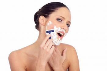 髭が濃い女性の原因と対策